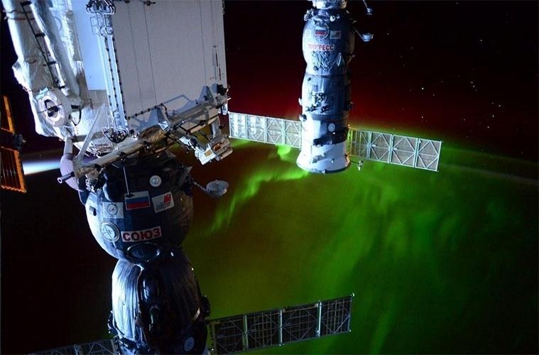 """9.mar.2015 - O astronauta Barry E. """"Butch"""" Wilmore flagrou do espaço, da Estação Espacial Internacional (ISS, na sigla em inglês), uma aurora austral no Hemisfério Sul da Terra"""
