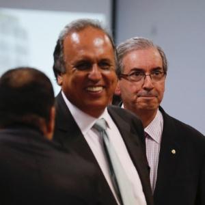 Eduardo Cunha (d) participa de evento no Rio ao lado do governador Luiz Fernando Pezão (PMDB-RJ), nesta segunda-feira (9) - Alexandre Cassiano/Ag. O Globo