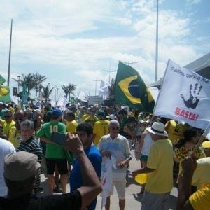 Em São Luís, manifestantes cantam Hino Nacional e pedem mudança - John Cutrim