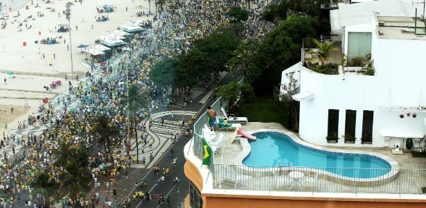 Grupos de defensores de impeachment e adeptos de golpe militar se unem no Rio - Júlio César Guimarães/UOL