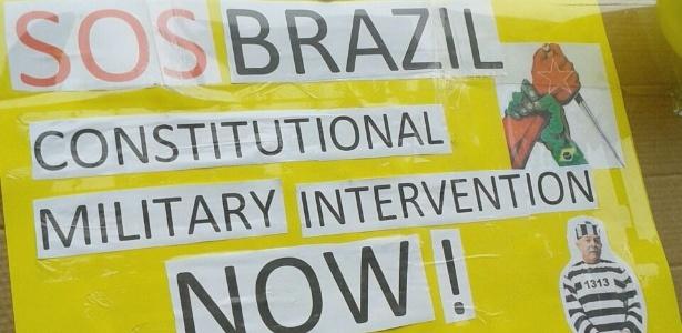 Brasileiros protestam contra governo em pelo menos seis países - Luciano Máximo/UOL