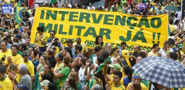 Só metade da população considera a democracia o melhor regime para o Brasil