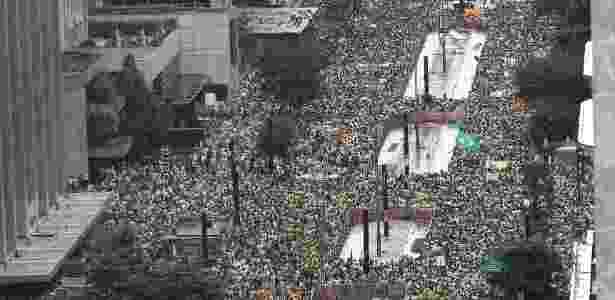 Manifestantes lotam a av. Paulista, em São Paulo, em protesto contra o governo - Danilo Verpa/Folhapress