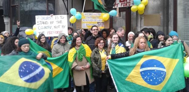 """Em Londres, 40 brasileiros pedem """"intervenção militar constitucional"""" - Luciano Máximo/UOL"""