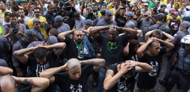 """SP: Grupo """"Carecas do Subúrbio"""" é detido com rojões, bombas e soco inglês - Leonardo Benassatto/Futura Press/Estadão Conteúdo"""