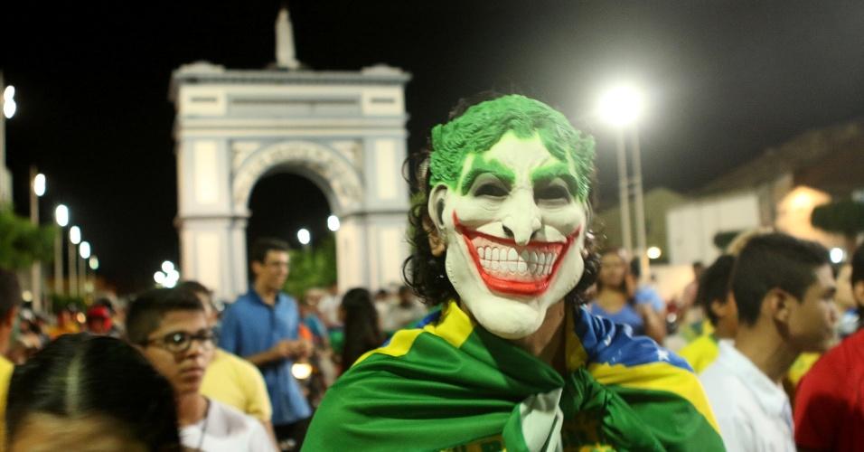 15.mar.2015 - Protesto contra governo e a corrupção reúne manifestantes no Boulevard do Arco, em Sobral (CE), neste domingo (15)