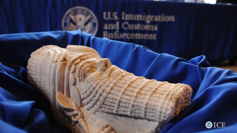 16.mar.2015 - Estátua do rei assírio Sargão 2º é um dos artefatos do tesouro cultural iraquiano que entrara ilegalmente nos EUA - ICE/Reuters
