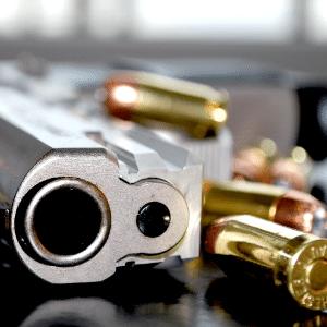Armas; revólver; balas; munição; armamento;