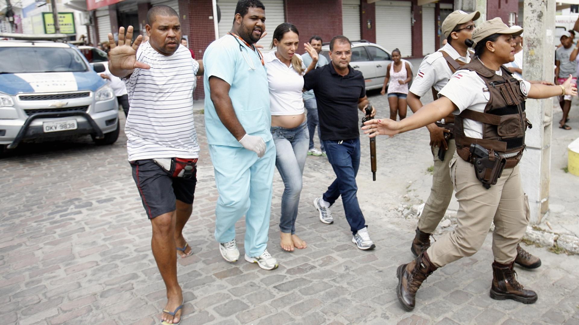 18.mar.2015 - Chegou ao fim na manhã desta quarta-feira (18) o sequestro da gerente de uma joalheria no município de Riachão do Jacuípe, a 197 km de Salvador