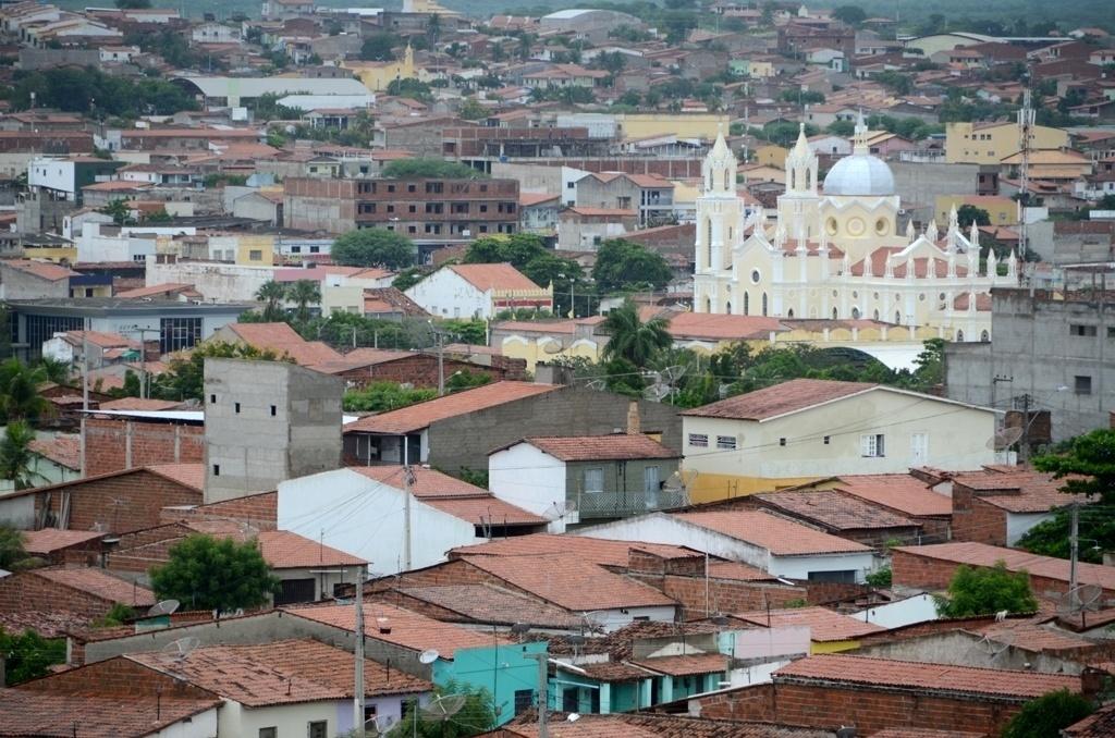 19.mar.2015 - Canindé, localizada a 115 km de Fortaleza, tem 74,4 mil habitantes e fica no sertão do Ceará, região que enfrenta longos períodos sem chuva
