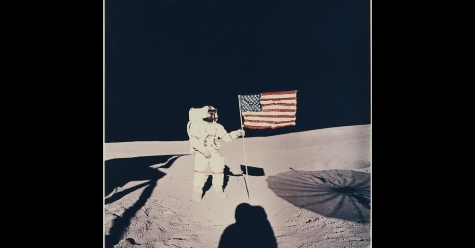 23.mar.2015 - Uma exposição em Londres abriga, a partir de abril, uma impressionante coleção de fotos sobre a conquista do espaço. Os registros, feitos em missões tripuladas e não tripuladas da Nasa, a agência especial americana, relembram momentos históricos da exploração espacial, como a chegada do homem à Lua