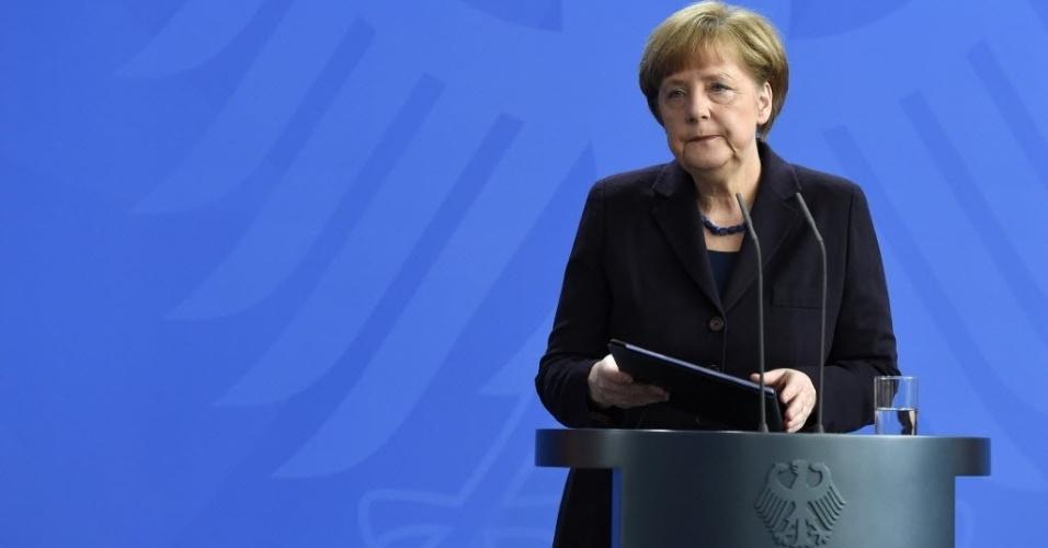 24.mar.2015 - Em Berlim, a chanceler da Alemanha, Angela Merkel, faz pronunciamento sobre a queda do Airbus A320 da Germanwings nos Alpes franceses com 150 pessoas a bordo. O voo partiu de Barcelona, na Espanha, com destino a Dusseldorf, na Alemanha. Autoridades francesas dizem não acreditar que haja sobreviventes