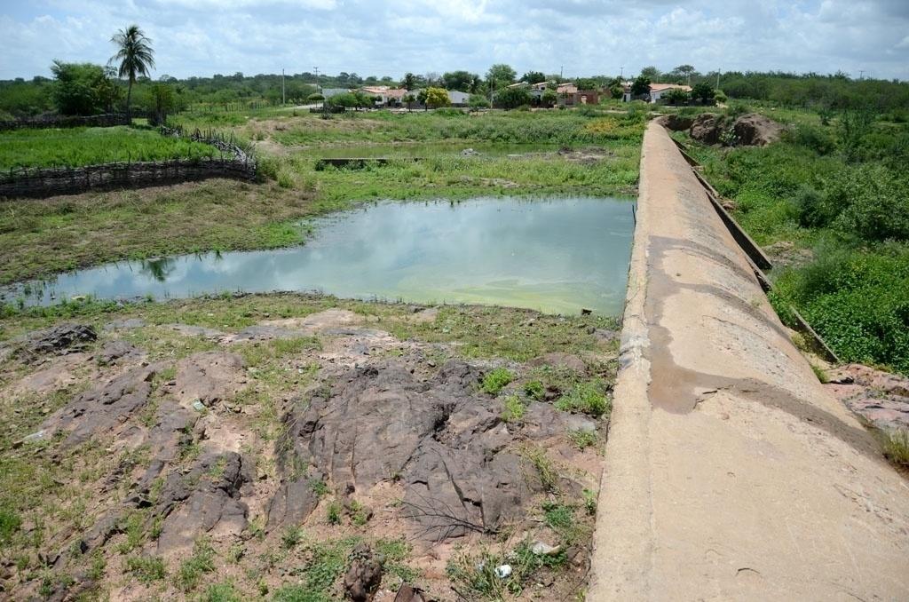 25.mar.2015 - A barragem tradicional é uma construção feita em rios para juntar água, acima do nível do chão