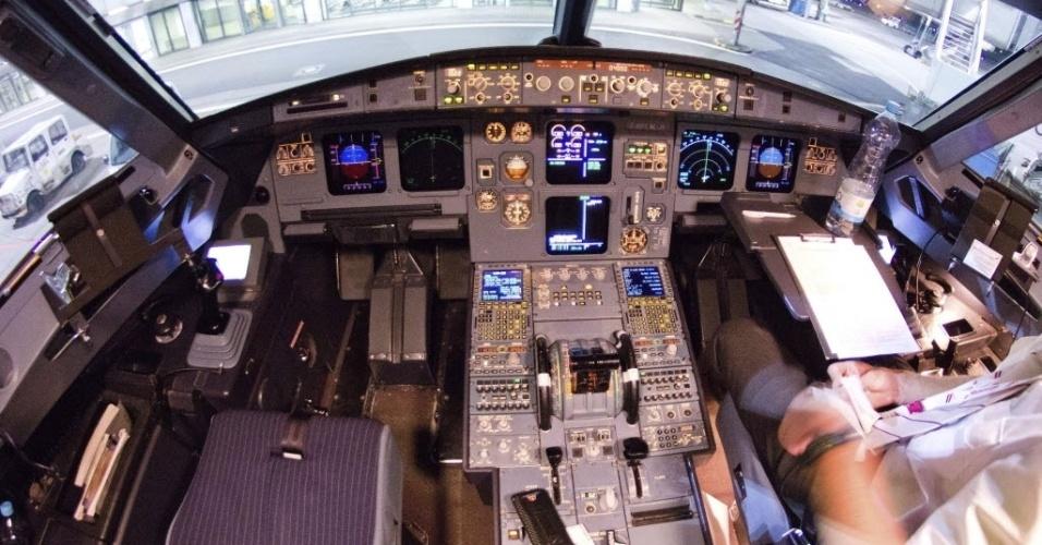 26.mar.2015 - Cabine do Airbus A320 que caiu nos Alpes franceses é fotografada no aeroporto de Düsserldorf, na Alemanha, em 22 de março
