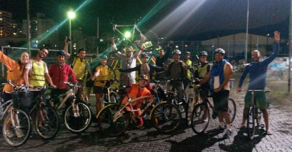 27.mar.2015 - Em Florianópolis também houve pedalada em favor das ciclovias paulistas