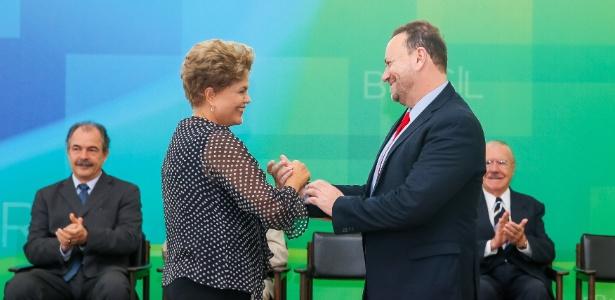 A presidente Dilma Rousseff (PT) dá posse a Edinho Silva como novo ministro-chefe da Secretaria de Comunicação Social