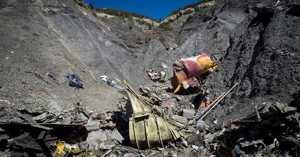 1ª.abr.2015 - A retirada dos restos mortais dos passageiros do voo da Germanwings que caiu há uma semana nos Alpes franceses foi encerrada nesta terça-feira (31), depois de tudo ser recuperado. As fotos foram divulgadas nesta quarta-feira (1º)