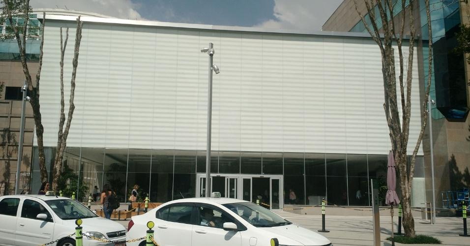 Aparador De Ferro Com Vidro ~ Primeira loja da Apple em S u00e3o Paulo vai abrir em 18 de abril Tecnologia BOL Notícias