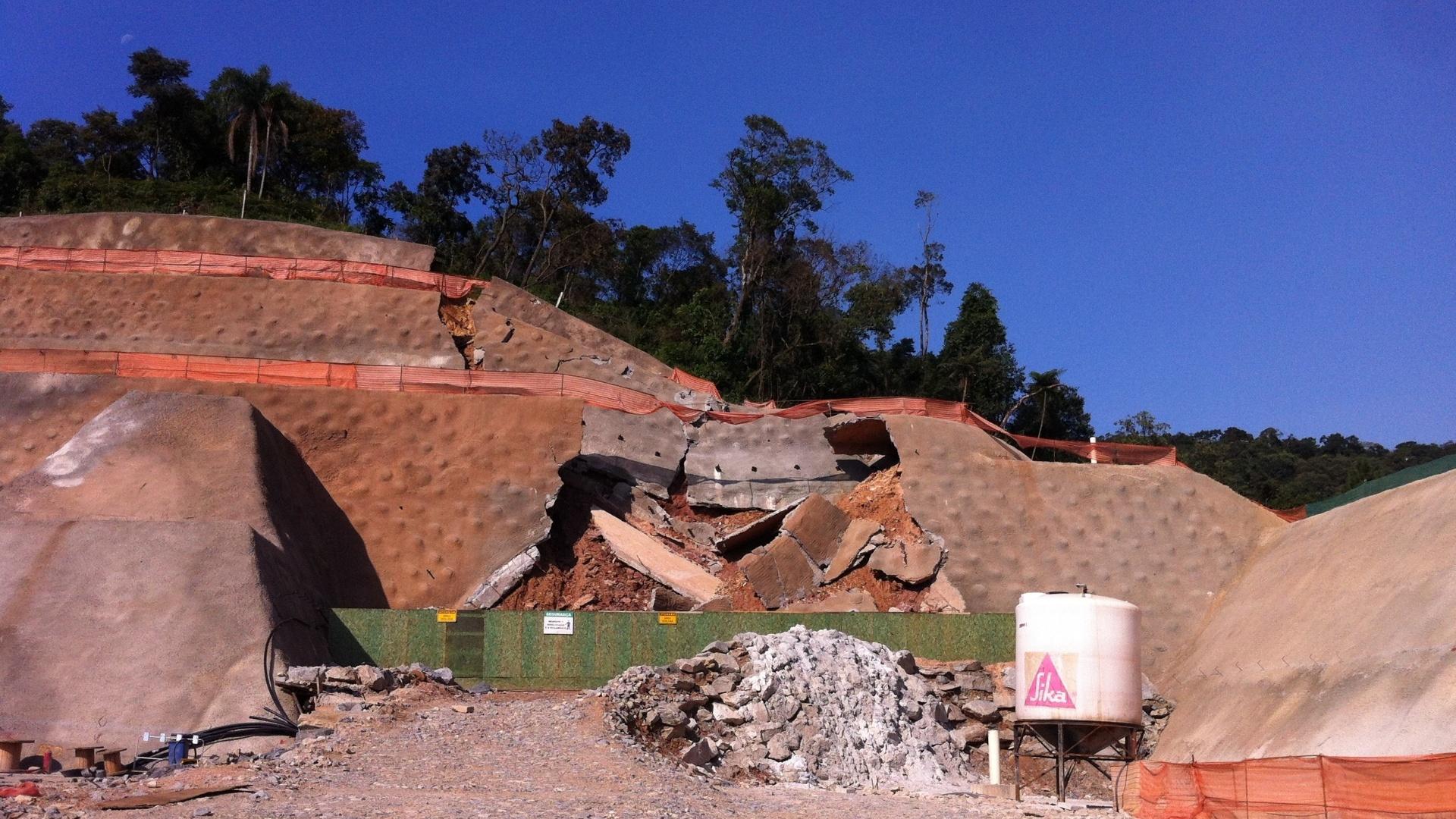 Túnel desabou em dezembro em área de preservação ambiental; Ministério Público de São Paulo investiga o caso