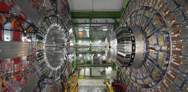 O Grande Colisor de Hádrons, um acelerador de partículas gigante - Richard Juilliart/AFP