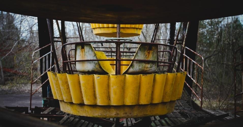 """6.abr.2015 - Antes de ir a Chernobyl, os fotógrafos brasileiros não tinham acesso a muita informação sobre a construção do novo sarcófago. """"A estrutura está sendo construída próxima da usina onde houve o acidente e quando estiver pronta, ela será empurrada até cobrir o atual sarcófago"""", diz Carol Thomé"""