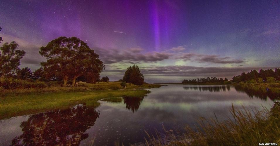 6.abr.2015 - A lagoa Waldronville em Otago, na Nova Zelândia, é o cenário para essa foto de Ian Griffin que mostra a Estação Espacial Internacional (ISS, na sigla em inglês) passando no campo de visão. Fotógrafos têm até o dia 16 de abril para inscrever suas imagens pelo site www.rmg.co.uk/astrophoto