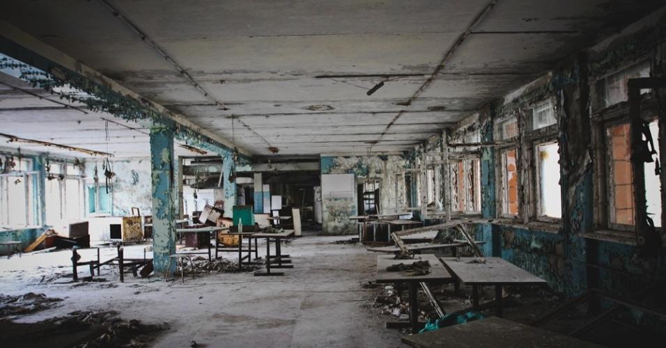 """6.abr.2015 - """"Existem riscos a curto prazo e passamos ilesos. Quanto aos riscos a médio e longo prazo, não temos como dimensionar. Foi tenso enquanto durou. E dura até hoje"""", escreve Carol Thomé sobre a visita a Chernobyl. As fotos da mostra """"Chernobyl: tudo o que é resto se desfaz"""" podem ser vistas de 10 de abril a 6 de maio na Galeria f 2.8, em São Paulo"""