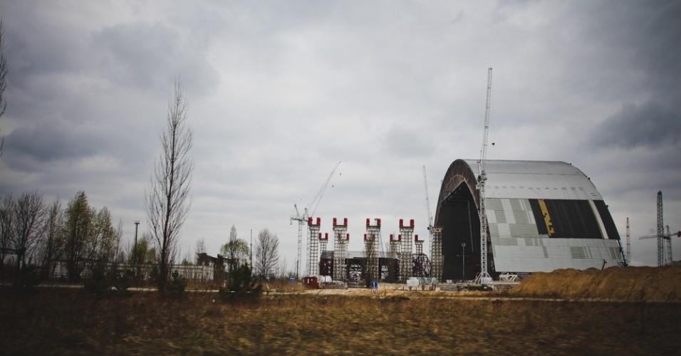 """6.abr.2015 - """"No solo de Chernobyl é onde está concentrada a maior parte da radiação e isso é assustador"""", diz Carol Thomé.  """"Ao aproximar a câmera do chão para fazer uma imagem, o guia me alertou sobre o risco de quebrar o equipamento"""""""