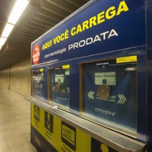 Cabine de recarga do Bilhete Único na Estação República, no centro