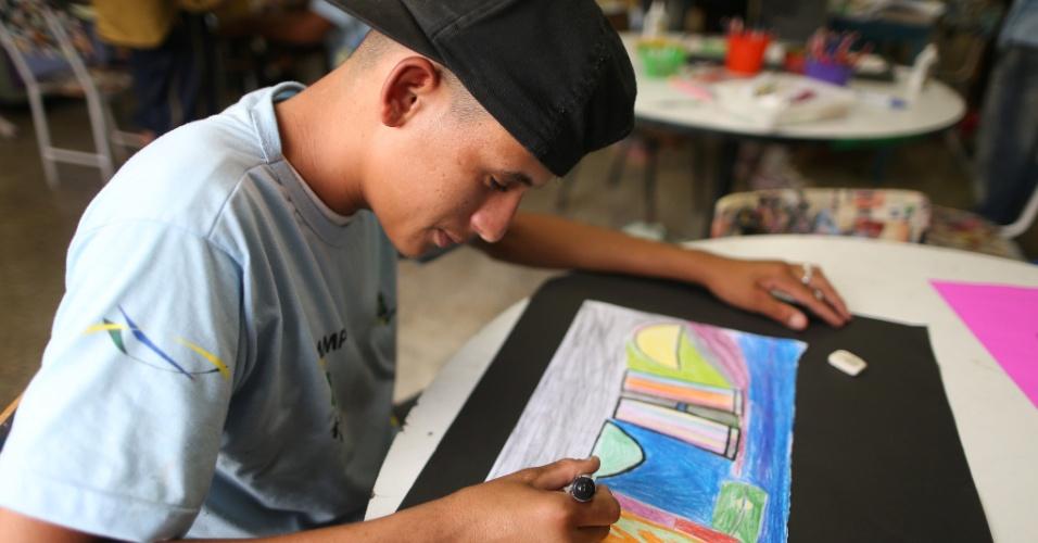 A Escola de Meninos e Meninas do Parque, a EMMP, atende alunos moradores de rua, ou que moram em abrigos do Distrito Federal, em Bras?lia. Na foto, o aluno Rafael, morador de rua.