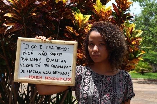 """Idealizado pela aluna de ciências sociais Lorena Monique, 21 anos, o Tumblr surgiu a partir de um trabalho de antropologia visual, quando ela descobriu a existência do projeto """"I, Too, Am Harvard"""" (""""Eu também sou Harvard""""), desenvolvido por alunos neros da Universidade de Harvard, nos Estados Unidos. """"Achei que era uma experiência simples, genial e empoderadora. Pensei que pudesse reproduzir isso aqui no campus da universidade"""", conta Lorena, da UnB. As informações são do Portal EBC"""