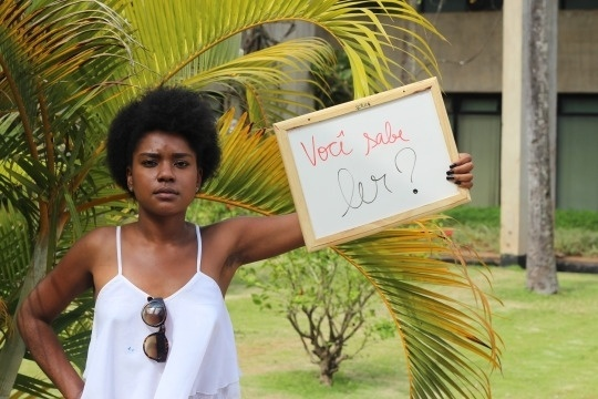 """O principal objetivo do projeto """"Ah Branco, dá um tempo!"""", além de trazer para debate o preconceito racial, é falar sobre a importância da Lei de Cotas na universidade. Ele foi idealizado pela aluna de ciências sociais Lorena Monique, 21 anos, da Universidade de Brasília. As informações são do Portal EBC"""