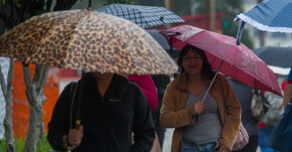 7.abr.2015 - A capital paulista enfrenta garoa e tempo nublado na manhã desta terça-feira (7). A cidade registra 17ºC, mas a temperatura pode chegar aos 25ºC