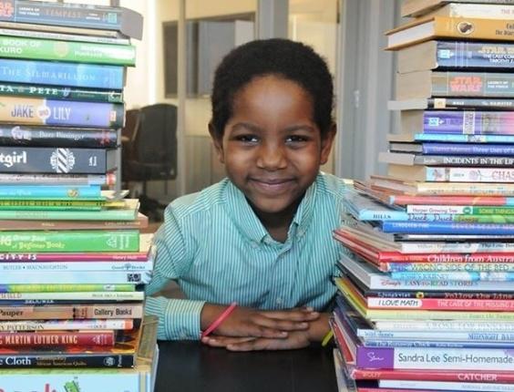 Blake durante a arrecadação de livros
