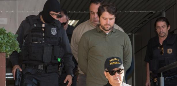 Ao centro, o ex-deputado Luiz Argôlo (SD-BA); atrás dele, André Vargas, que também ficou calado na CPI da Petrobras - Cassiano Rosário/Futura Press/Estadão Conteúdo