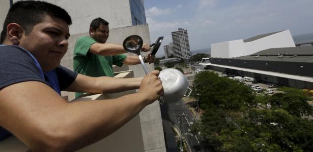 Protesto foi realizado por moradores de pelo menos sete edifícios na capital panamenha - Marina Bazo/Reuters