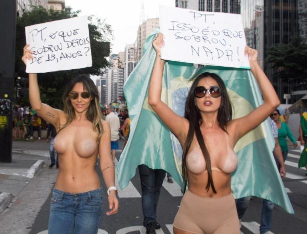 12.abr.2015 - Manifestantes participam de ato contra o governo federal e a favor do impeachment da presidente Dilma Rousseff, na avenida Paulista, em São Paulo