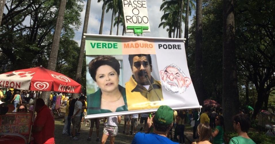 12.abr.2015 - O internauta João Prudência enviou imagem via WhatsApp (11) 97500-1925 do protesto contra o governo da presidente Dilma Rousseff em Maceió (AL)
