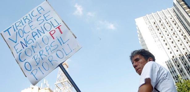 Veja os cartazes dos manifestantes nos protestos deste domingo pelo Brasil - Reinaldo Canato/UOL