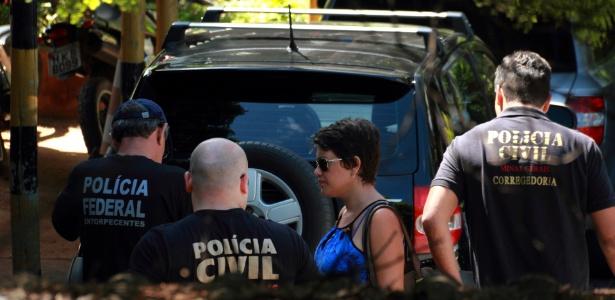 Agentes da PF cumprem mandados de prisão, busca e apreensão na Operação Tempo de Despertar, contra fraudes no DPVAT (13.abr.2015) - Dione Afonso/Jornal Hoje Em Dia