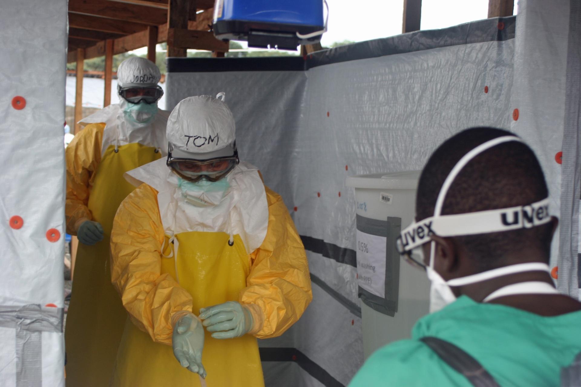 15.abr.2015 - A Organização Mundial da Saúde (OMS) indicou nesta quarta-feira (15) que encontrou vestígios do vírus do ebola no sêmen de um homem na Libéria curado seis meses antes
