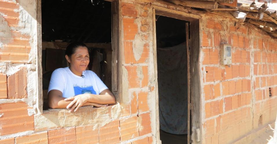 11.abr.2015 - Teresa deixou Corrente (PI) há 23 anos em busca de uma vida melhor. Primeiro se mudou para Brasília e, depois, para o Rio de Janeiro, onde vivia com a família no Complexo do Alemão, na zona norte da cidade