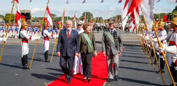 O ministro da Defesa (à esq.) se disse surpreso com a medida. 'Posso assegurar que não há nenhum interesse da presidente Dilma em tirar poderes dos comandantes'