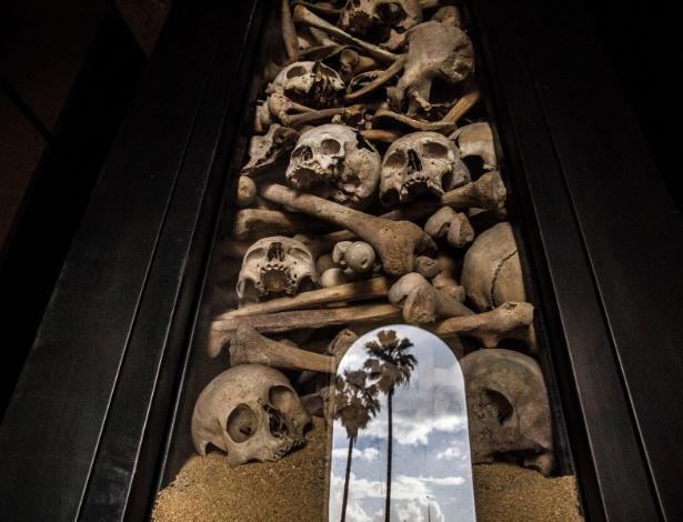16.abr.2015 - Ossos de vítimas do genocídio armênio expostos em memorial no Líbano