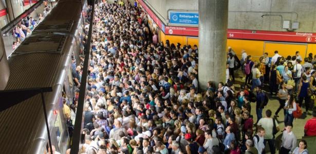 Em 47 anos, o metrô paulistano quase atingiu 80 km anos para atender 12 milhões de habitantes, ou seja, 150.000 hab/km. Já os 8,5 milhões de habitantes de Londres têm 400km a atendê-los, ou seja, 22.000 hab/km