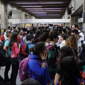 Usuários do metrô na Estação Ana Rosa (linhas 1-Azul e 2- Verde)