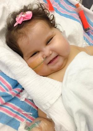 A menina Sofia Lacerda deixou a UTI (Unidade de Terapia Intensiva) do Jackson Memoria Hospital, em Miami. Ela havia sido submetida a um transplante de vários órgãos e agora repousa em um quarto do hospital - Arquivo pessoal