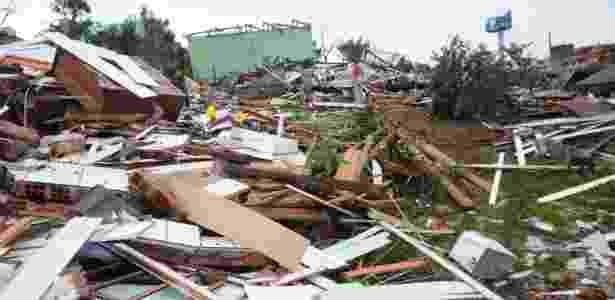 Casas ficam destruídas após a passagem de tornado no município de Xanxerê - Sirli Freitas/Agência RBS/Estadão Conteúdo