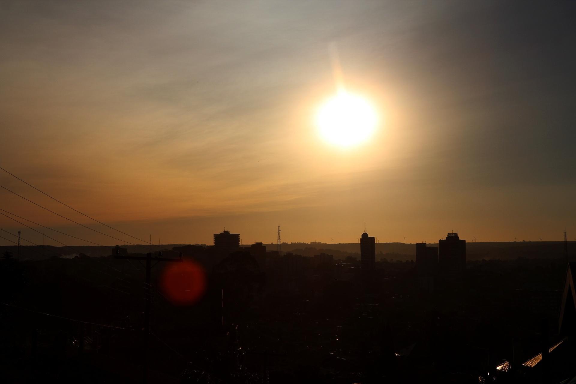 24.abr.2015 - As cinzas do vulcão Cabulco, que entrou em erupção no sul do Chile, chegaram a Santana do Livramento, no Rio Grande do Sul, na fronteira com Rivera, no Uruguai, nesta sexta-feira (24)