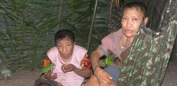 Índia Jakarewyj (à dir.), da etnia awá, adoeceu depois que terras onde vive foram cercadas por madeireiros - Madalena Borges/CIMI-MA